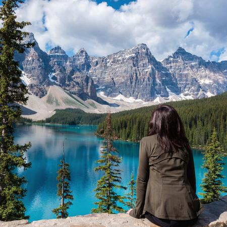 Tourist at Moraine Lake in Banff National Park, Alberta, Canada Фото со стока - 115812698