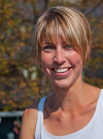 Portrait of a smiling blond Woman in den Niederlanden während der jährlichen Kanal laufen 2011, Breda, Niederlande, 2. Oktober 2011