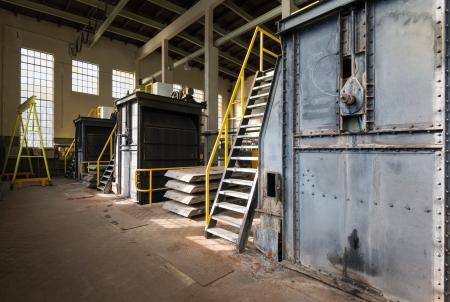 Hall van een verlaten Nederlandse elektriciteitscentrale.