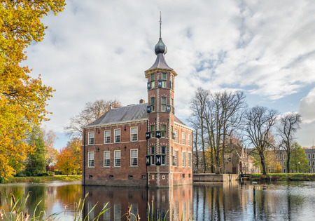 The Bouvigne castle in the Dutch city of Breda dates from the 15th century. Since then it has often been rebuilt and restored. The national monument is now used as an office for a public institution and it is also an official wedding location of the Munic