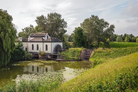 The paddle wheel pumping station was commissioned in 1859 to remove the water from the polder. Originally it was powered by steam and later electrically. Since 1962 it is no longer in use as such. Stockfoto