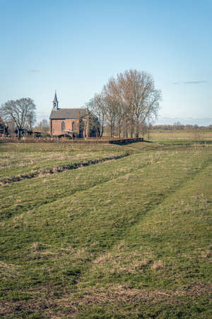 Protestant church built outside the dike on a mound near the Dutch village of Giessen, municipality of Altena, province of North Brabant. The church was rebuilt in 1856 using parts from the 14th century. Standard-Bild
