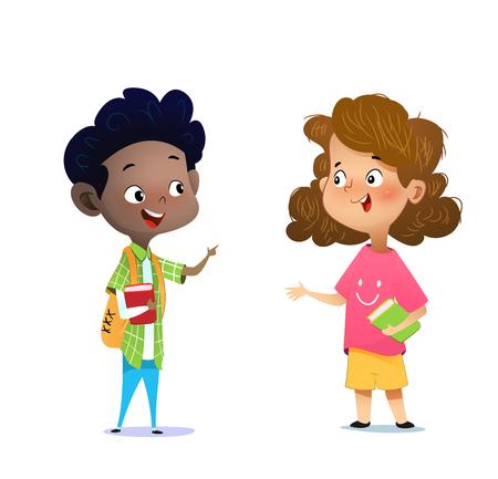 Zwei gemischtrassige Kinder studieren, lesen Bücher und diskutieren sie. Cartoon-Vektor-Illustration Vektorgrafik