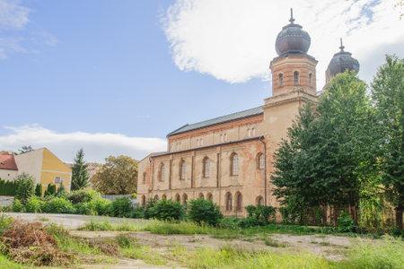 quo: The Status Quo Synagogue in Trnava, Slovakia Editorial