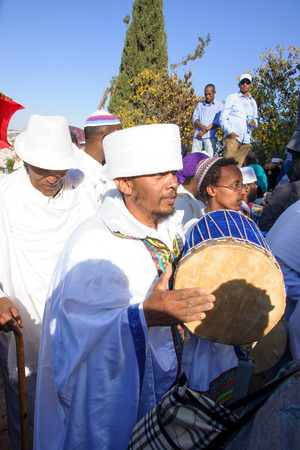 holiday prayer book: JERUSALEM - NOV 20, 2014: A Kes, religious leader of the Ethiopian Jews, plays a drum to mark the end of the Sigd prays, in Jerusalem, Israel. The Sigd is an annual holiday of the Ethiopian Jews