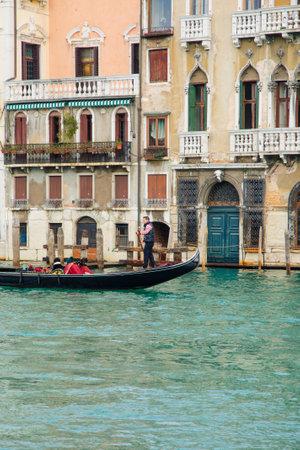 veneto: VENICE, ITALY - FEB 03, 2015: Typical canal scene of gondolas and gondoliers, in Venice, Veneto, Italy Editorial