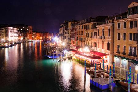 gondoliers: VENICE, ITALY - FEB 03, 2015: Scene of the Rialto Bridge, with gondolas and gondoliers, local and tourists, in Venice, Veneto, Italy Editorial