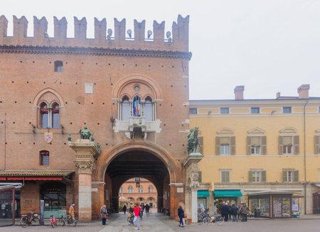cattedrale: FERRARA, ITALY - JAN 20, 2015: Scene of the Piazza Della Cattedrale (Cathedral square) with local and tourists, in Ferrara, Emilia-Romagna, Italy