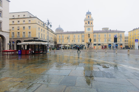 garibaldi: PARMA, ITALY - JAN 22, 2015: Scene of Piazza Garibaldi, with local and tourists, in Parma, Emilia-Romagna, Italy