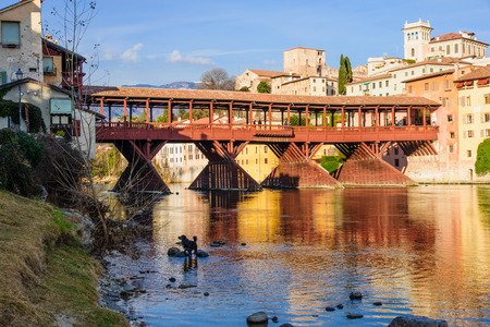 The Ponte Vecchio (or Ponte degli Alpini) bridge, and the Brenta river, in Bassano del Grappa, Veneto, Italy 版權商用圖片