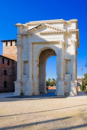 dei: The Roman archway dei Gavi in Piazzetta Castelvecchio. Verona, Veneto, Italy