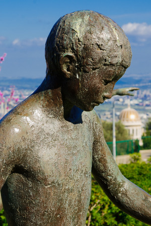 baha: The Sculptures Garden (named Mitzpor HaShalom  - Vista of Peace) and the Bahai Temple, in Haifa, Israel Stock Photo