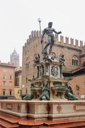 neptuno: La fuente de Neptuno en Bolonia, Emilia-Romaña, Italia