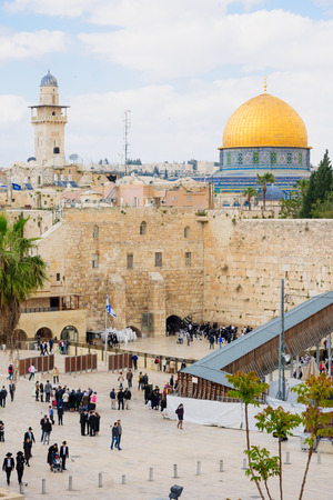 jerusalem: JERUSALEM, ISRAEL - APRIL 10, 2015: The Western Wall crowded with Passover prayers, and the Dome of the Rock in the background, in the old city of Jerusalem, Israel