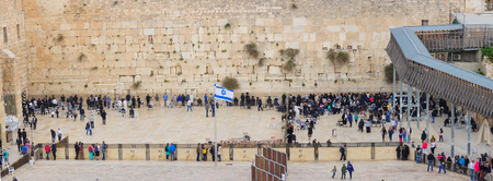 kotel: JERUSALEM, ISRAEL - APRIL 10, 2015: The Western Wall crowded with Passover prayers, in the old city of Jerusalem, Israel