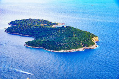 srd: A view of Lokrum Island from above, in Dubrovnik, Croatia