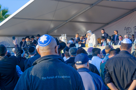 sephardic: NETIVOT, ISRAEL - JANUARY 13, 2016: Rabbi Baba Baruch speaks to the crowd in the annual hillula of his father Baba Sali memory. In Netivot, Israel Editorial