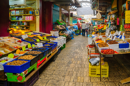 akko: ACRE, ISRAEL - JANUARY 18, 2016: Market scene in the old city, with sellers and shoppers, in Acre, Israel