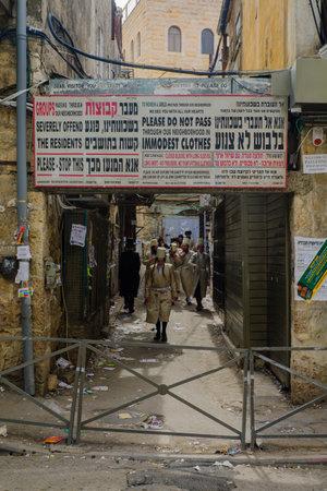 shearim: JERUSALEM, ISRAEL - FEBRUARY 25, 2016: Street scene, with local orthodox Jews, in the ultra-orthodox neighborhood Mea Shearim, Jerusalem, Israel
