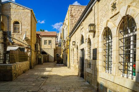 jewish houses: JERUSALEM, ISRAEL - SEPTEMBER 23, 2016: An alley in the historic Nachalat Shiva district, Jerusalem, Israel