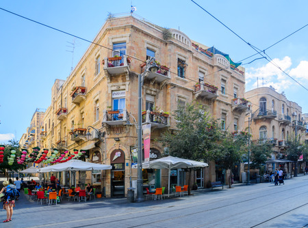 yafo: JERUSALEM, ISRAEL - SEPTEMBER 23, 2016: Typical old building in Yafo Street, with local businesses, locals and visitors, in Jerusalem, Israel