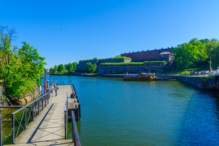 suomi: HELSINKI, FINLAND - JUNE 15, 2017: View of Suomenlinna Island, with docks, boats and visitors, in Helsinki, Finland