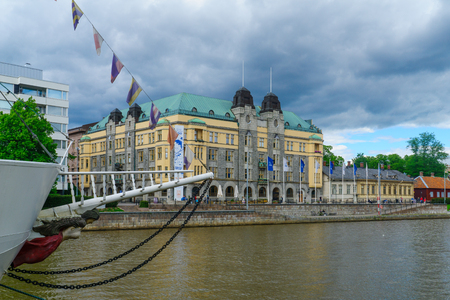 suomi: TURKU, FINLAND - JUNE 23, 2017: View of the City hall and the Aura river, with locals and visitors, in Turku, Finland