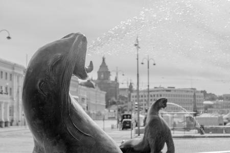 핀란드 헬싱키의 Havis Amanda 동상과 분수 스톡 콘텐츠
