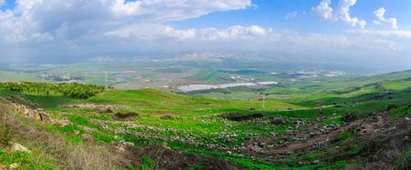 Panoramiczny widok na dolinę rzeki Jordan, na południe od Jeziora Galilejskiego. Północny Izrael