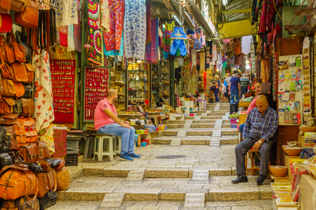 Jerusalem, Israel - October 19, 2018: Market scene in the old city, with locals and visitors, in Jerusalem, Israel Archivio Fotografico - 111811910