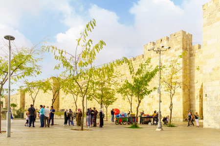 Jerusalem, Israel - October 19, 2018: Scene of the Jaffa gate in the old city walls, with locals and visitors, in Jerusalem, Israel Редакционное
