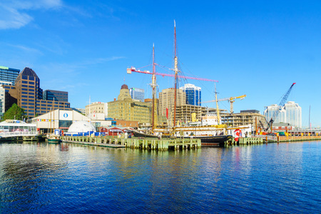 Halifax, Canada - September 23, 2018: View of the harbor and the downtown, with locals and visitors, in Halifax, Nova Scotia, Canada 에디토리얼