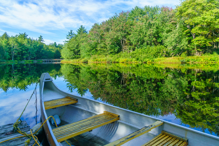 View of a boat and the Mersey river, in Kejimkujik National Park, Nova Scotia, Canada Stok Fotoğraf