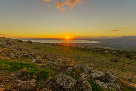Sunset view from the north of the Sea of Galilee (Kinneret Lake). Northern Israel 版權商用圖片 - 113992845