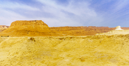 View of the Masada fortress, rock formation and the Judean Desert landscape, near the Dead Sea, Southern Israel Archivio Fotografico