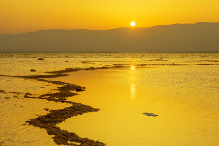 Sunrise view of salt formation and the Dead Sea, Southern Israel 版權商用圖片