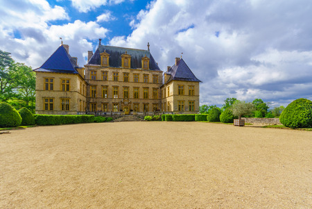 Fareins, France - May 05, 2019: View of the chateau de Flecheres, Ain department, France Imagens - 124912893