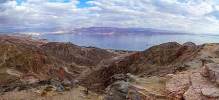 Panoramic view of Mount Tzfahot and the gulf of Aqaba. Eilat Mountains, southern Israel and Jordan Banco de Imagens