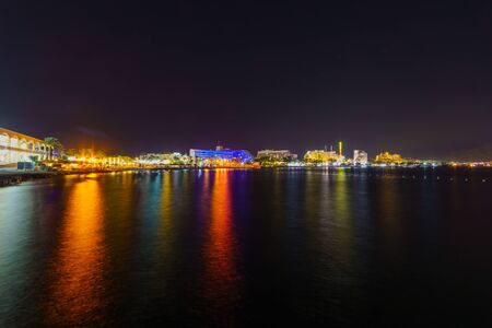 Night view of the coastline, promenade and hotels in Eilat, southernmost city in Israel Banco de Imagens