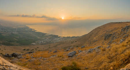 Panoramic sunrise view of the Sea of Galilee, from mount Arbel. Northern Israel Standard-Bild