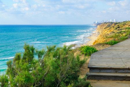 View of sandstone cliffs and the Mediterranean Sea coast, in Hof HaSharon National Park, Israel Archivio Fotografico