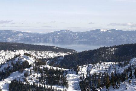 Uitzicht op Lake Tahoe van Squaw Valley Ski Resort Stockfoto - 11863354