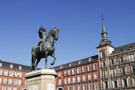 Bronzen standbeeld van koning Filips III van de beeldhouwer Giambologna in het centrum van Plaza Mayor in Madrid, Spanje Stockfoto - 12883209