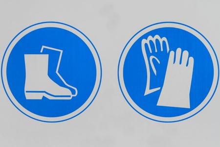 calzado de seguridad: Signo real que muestra los requisitos de seguridad en una obra en construcción