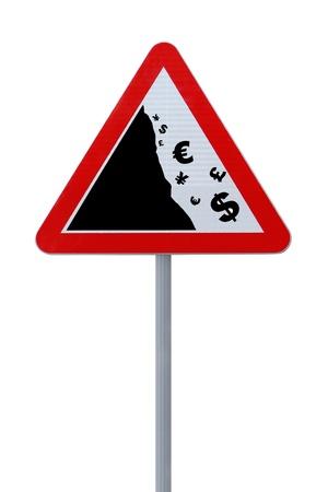 crisis economica: Modificado por carretera signo que muestra la caída de las principales monedas aisladas sobre fondo blanco