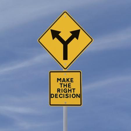 toma de decisiones: Señal de tráfico conceptual sobre la toma de decisiones