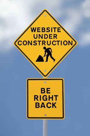 Een verkeersbord met vermelding van een internet website in reparatie of constructie Stockfoto - 13866814