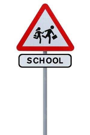 pedestrian sign: Modificato cartello stradale che indica la scuola reale bambini che attraversano (isolati su bianco)