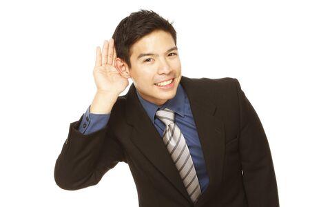 Jonge zakenman cupping zijn oor en proberen om te luisteren Stockfoto - 14091463