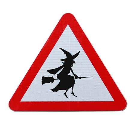 Een halloween verkeersbord met een vliegende heks silhouet (op wit wordt geïsoleerd met clipping path) Stockfoto